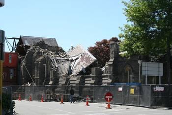 Eine eingestürzte Kirche an der Durnhan Street North
