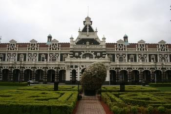 Der Hauptbahnhof von Dunedin (hier hält der Taieri Gorge Railway)