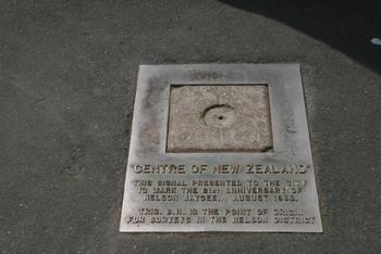 Bodentafel am Centre Of New Zealand Monument