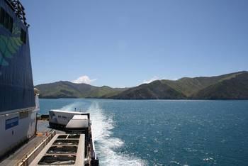 Auf der Rücktour bei herrlichem Wetter die Südinsel hinter sich lassen.