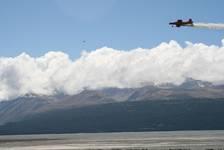 Keine Ahnung, was der Flieger über dem Lake Pukaki versprüht. Gesund ist das aber bestimmt nicht.